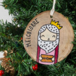 Hanging wooden nativity figurines Melchior